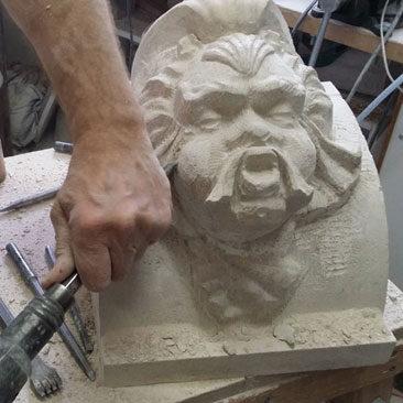 Finition à la main d'une sculpture numérique